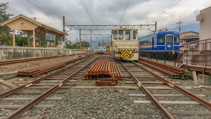 列車と線路