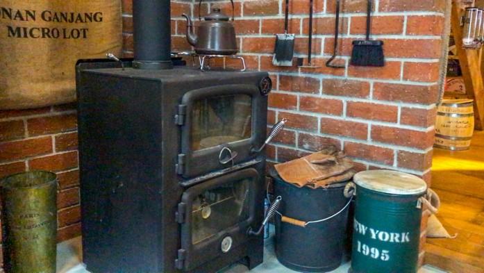 艶消しブラックの暖炉